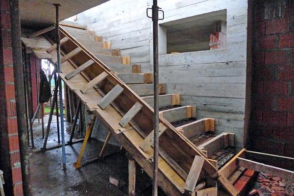 Construcci n de una escalera volada ad arquitectura for Como trazar una escalera de metal