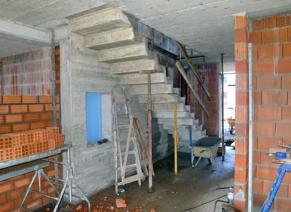 Construcci n de una escalera volada ad arquitectura - Escaleras de hormigon armado visto ...